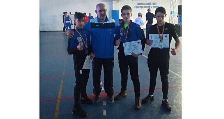 Campionatul Național de Cadeți: sportivii secției Box – CSM Roman au urcat pe podiumul de premiere