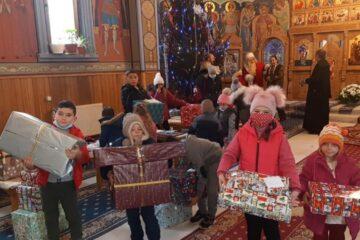 Daruri pentru 4000 de copii defavorizați din Arhiepiscopia Romanului și Bacăului