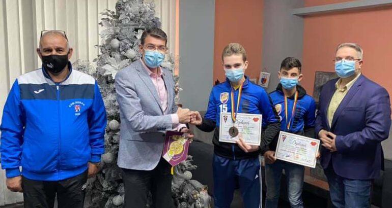 Sportivii Secției Box – CSM Roman au fost premiați de primarul Leonard Achiriloaei