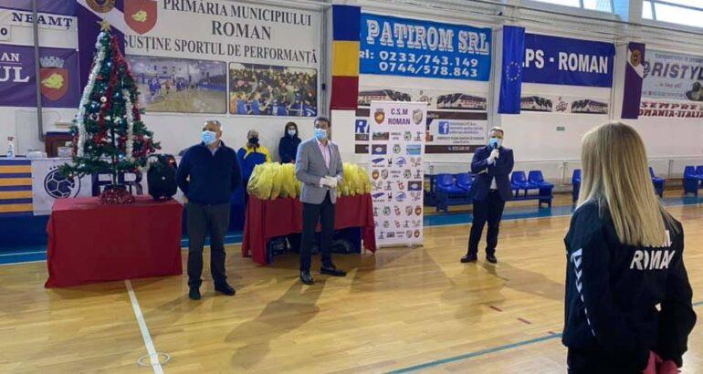 Primarul Leonard Achiriloaei a premiat sportivii și antrenorii secțiilor Clubului Sportiv Municipal Roman