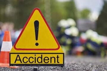 Un romașcan băut a pierdut controlul volanului și s-a izbit cu mașina în scările unei firme de pe str. Cuza Vodă