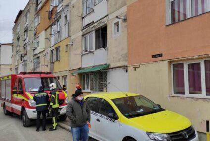 Neamț: a provocat o explozie în apartamentul în care se afla împreună cu fiul său minor. Locatarii din bloc au fost evacuați