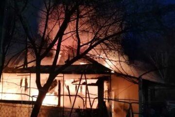 Intervenție de durată pentru stingerea unui incendiu produs la o gospodărie din Cordun