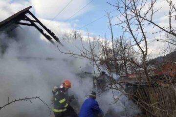 Tragedie, în Neamț: în casa cuprinsă de flăcări, pompierii au găsit trupul carbonizat al unui bărbat