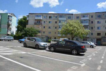 Primăria Roman anunță licitații pentru zeci de locuri de parcare în parcările de reședință