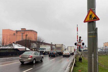 Anul 2021, anul reabilitării trecerii la nivel cu calea ferată de la ieșirea din Roman, spre Iași