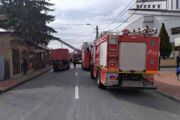 Roman: Incendiu la o locuință de lângă o unitate de alimentație publică