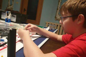Despre Matei Bălan, un pici din Roman, de 13 ani, pasionat de robotica și programare, nu ați auzit încă