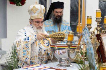 Sfințirea Apei din Vinerea Luminată a fost săvârșită la Catedrala Arhiepiscopală din Roman