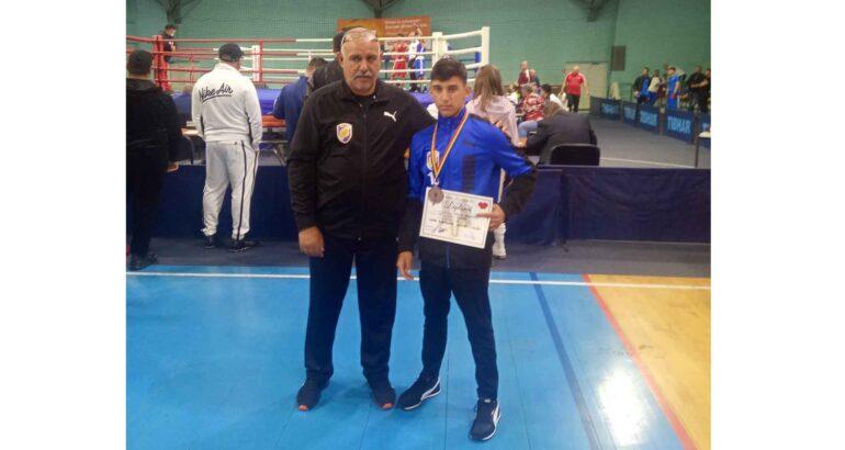 Un sportiv al lotului Secției de Box – CSM Roman a urcat pe podium la Finala Cupei României