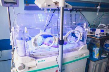 Aparatură medicală modernă la Spitalul Roman – secția Neonatologie, de la Ministerul Sănătății