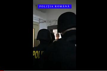 Video – Percheziții la Roman și Bacău: 30 de tinere ar fi desfășurat activități de prostituție, ajutate de 5 bărbați