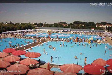 Sute de romașcani aleg să facă plajă, zilnic, în Ștrandul Roman, unul dintre cele mai frumoase obiective din Moldova