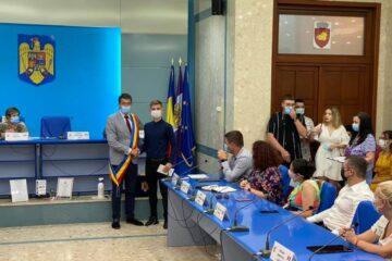 Elevii care au obținut cele mai mari note la Evaluarea Națională și Bacalaureat au fost premiați de conducerea Municipiului Roman
