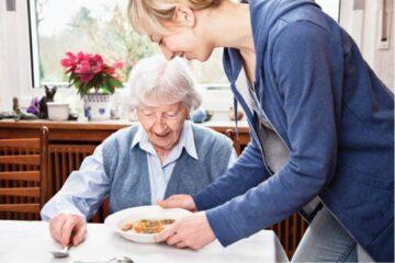 La Roman, începe activitatea la Serviciul de Îngrijire la Domiciliu pentru Persoane Vârstnice. Vezi cum se fac înscrierile
